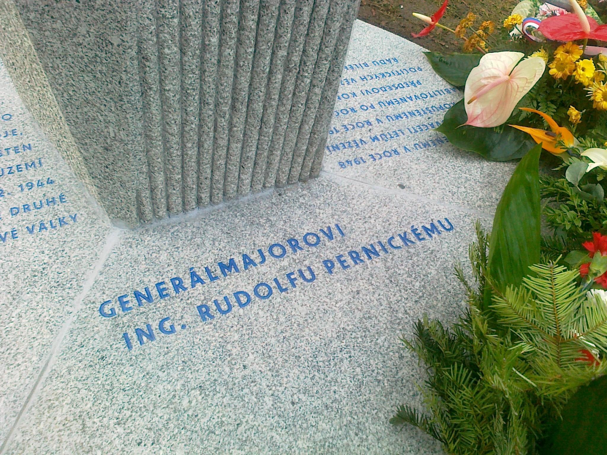 pomník Pernickému - 04