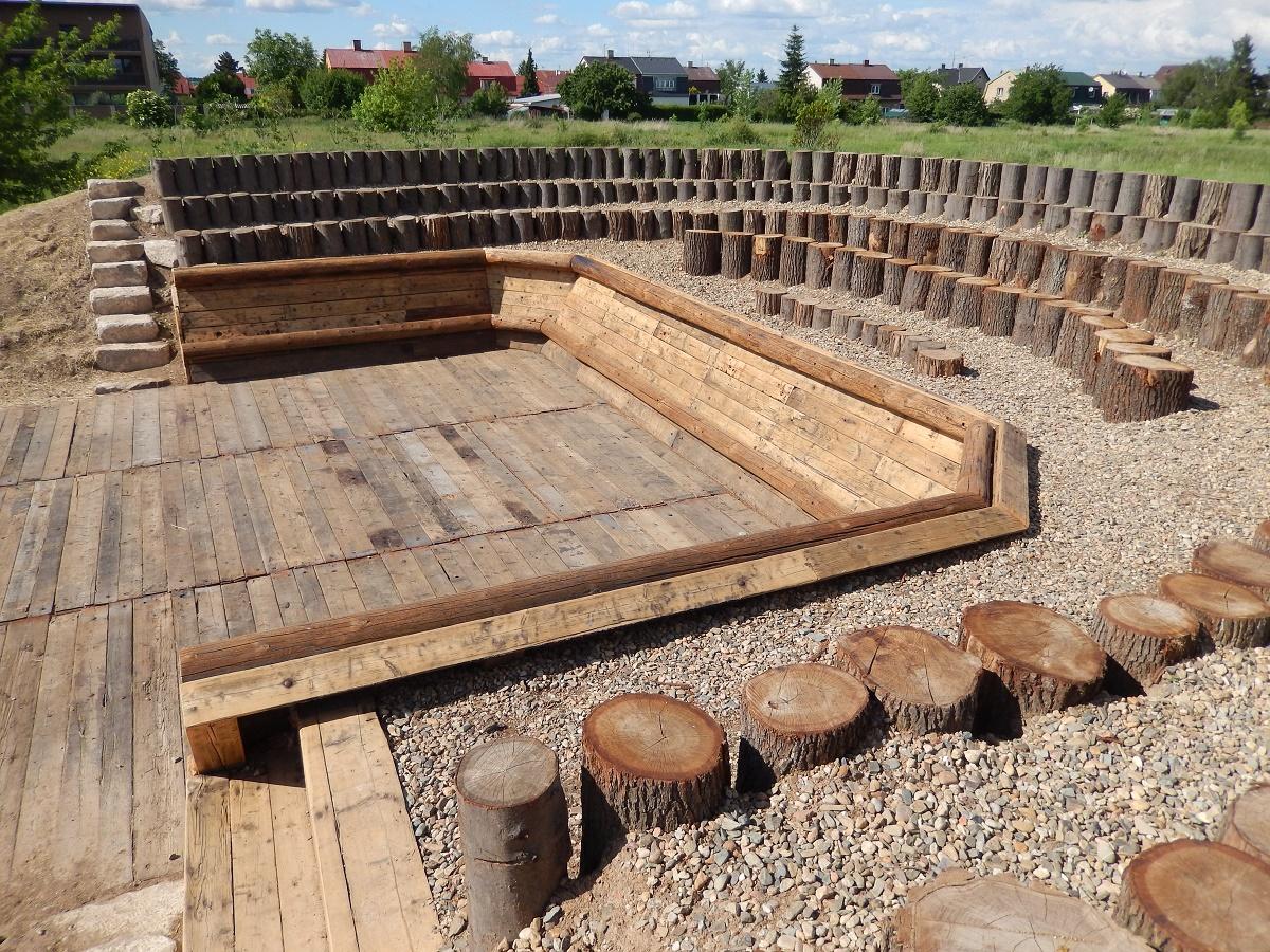 Přírodní amfiteátr Komunitní zahrada Suchdol