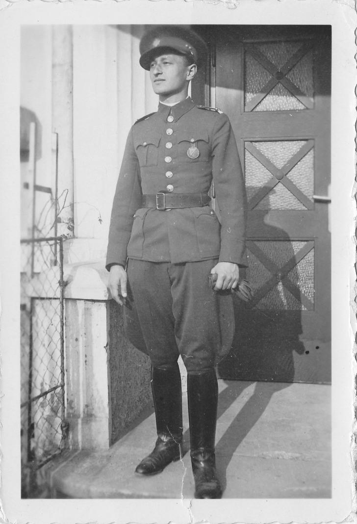 Rudolf Pernický - před školou